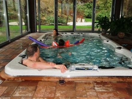 arctic-spas-hot-tub-swimspa-family